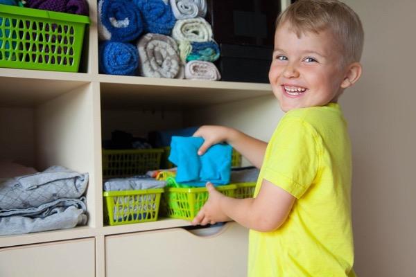 Método Marie Kondo para organizar os armários dos seus filhos