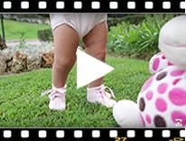 Video from Botinhas Bebé de Verniz com Laço Cetim