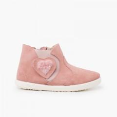 Bota elástico lateral coração pelinho Rosa