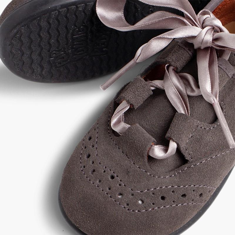 Zapatos_ingles_ninos_en_serraje gris