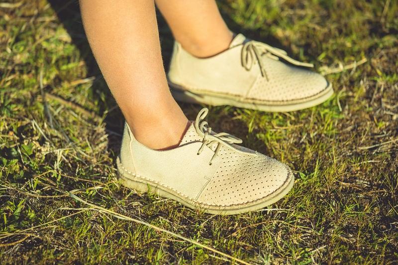 Sapatos Camurça Picotada